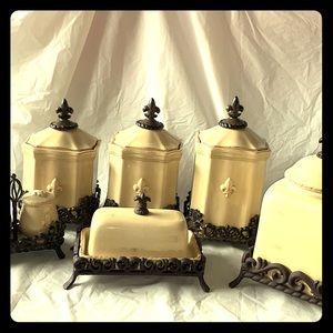 Beautiful Artimino Kitchen Set